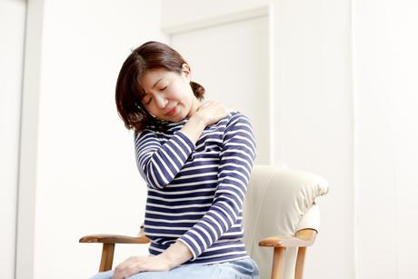 加齢により軟骨や腱などが硬くなると痛みが発生します