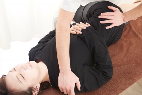 身体の歪みを整える施術で子宮や卵巣の血流も向上します