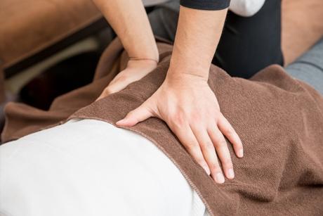 身体の状態に合わせ最適な施術を行い症状を改善します
