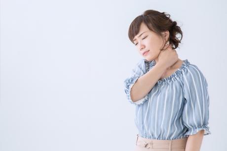 むち打ちの辛い症状に悩む女性