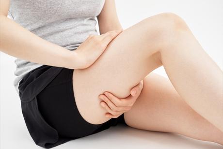 激しい運動やデスクワークも坐骨神経痛の原因になります