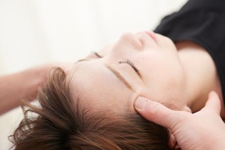 頭痛の原因を見極め身体の状態に合わせた施術を行い改善します